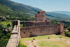 Rocca Maggiore i den historiska staden Assisi, Umbria, Italien royaltyfri bild