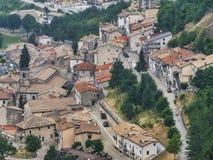 Rocca Pia L ` Aquila, Abruzzi, Włochy: panoramiczny widok fotografia stock