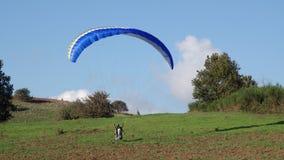 Rocca priora滑翔伞 免版税库存照片
