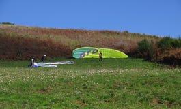 Rocca priora滑翔伞 免版税库存图片