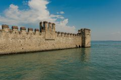 Rocca Scaligera/Sirmione stock foto's