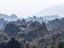 Rocce aguzze nel Laos fotografie stock