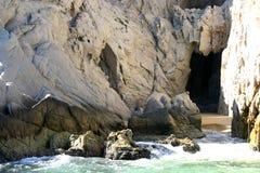 Rocce con la caverna Fotografia Stock