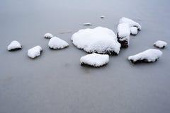 Rocce con neve Fotografie Stock Libere da Diritti