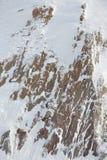 Rocce coperte di neve all'aperto fotografia stock