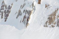 Rocce coperte di neve all'aperto immagine stock