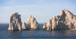 Rocce dell'estremità degli sbarchi in Cabo San Lucas Immagini Stock Libere da Diritti