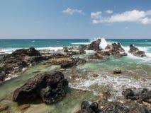Rocce dell'oceano di Maui Fotografie Stock
