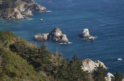 Rocce della linea costiera Immagini Stock