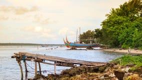 Rocce della linea costiera della spiaggia di Karimunjawa Indonesia Java immagini stock