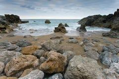 Rocce della spiaggia di Usgo in Cantabria Fotografie Stock Libere da Diritti