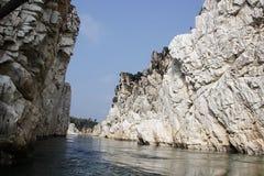 Rocce di marmo a Bhedaghat Fotografia Stock