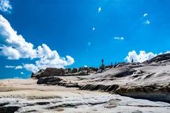 Rocce di Sarakiniko, isola di Milo, Grecia immagini stock
