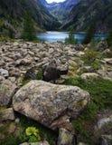 Rocce e lago Fotografia Stock Libera da Diritti