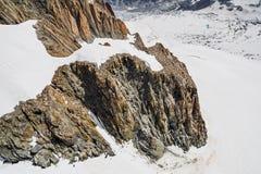 Rocce e picchi delle montagne nella stagione estiva Immagine Stock Libera da Diritti