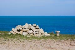 Rocce e pietre sulla spiaggia Fotografia Stock Libera da Diritti