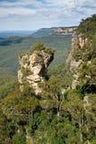 Rocce e scogliere delle montagne blu Fotografia Stock