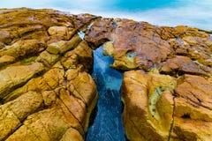 Rocce ed acqua Colourful fotografia stock