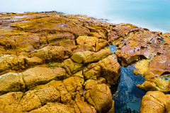 Rocce ed acqua Colourful immagine stock libera da diritti