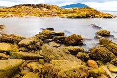 Rocce ed acqua Colourful immagine stock