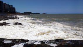 Rocce ed oceano ruvido Fotografie Stock