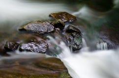 Rocce in flusso Immagine Stock