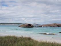 Rocce fuori dalla baia crepuscolare, Esperance, Australia occidentale Immagine Stock
