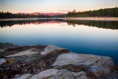 Rocce in lago Fotografia Stock