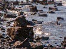 Rocce lungo la spiaggia Fotografia Stock Libera da Diritti