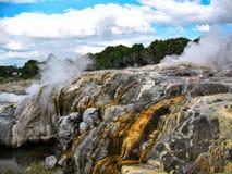 Rocce minerali al Distretto di Rotorua, Nuova Zelanda fotografie stock libere da diritti