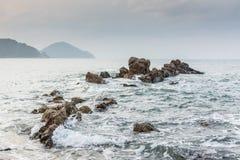 Rocce nel mare Fotografie Stock