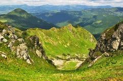 Rocce nelle alpi di Marmaroski. Carpathians. L'Ucraina Fotografia Stock Libera da Diritti