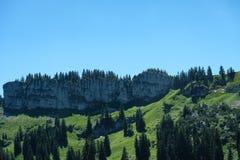 Rocce nelle montagne di Bregenzer Wald con cielo blu Fotografie Stock