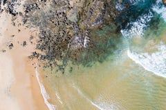 Rocce sotto l'oceano Fotografia Stock Libera da Diritti