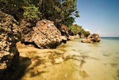 Rocce su un puntello della spiaggia Fotografia Stock