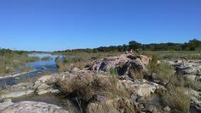 Rocce sul fiume di Llano vicino a Castell, il Texas Immagine Stock