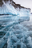 Rocce sul lago Baikal di inverno Immagine Stock