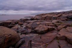 Rocce sul puntello del mare bianco Fotografia Stock Libera da Diritti