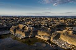 Rocce sulla costa Fotografie Stock