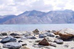 Rocce sulla sabbia Immagine Stock
