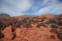 Rocce vulcaniche sul deserto arancione. fotografia stock