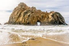 Roccia alla spiaggia di Pfeiffer, California Fotografia Stock
