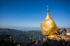 Roccia anche chiamata di Golden della pagoda di Kyaiktiyo Fotografia Stock Libera da Diritti