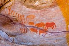 Roccia Art Painting dell'elefante e della gente Sudafrica Fotografie Stock