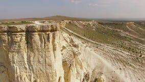 Roccia bianca maestosa in Crimea archivi video