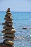 Roccia che equilibra in Sardegna fotografie stock