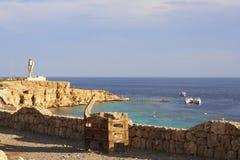 Roccia con il faro in Sharm El-Sheikh Fotografia Stock Libera da Diritti