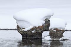 Roccia del cappuccio della neve sul fiume Yellowstone Immagini Stock
