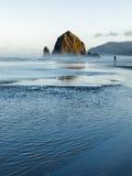 Roccia del mucchio di fieno, spiaggia del cannone, Oregon Fotografia Stock Libera da Diritti