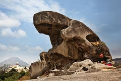 Roccia del rospo su una collina Fotografia Stock Libera da Diritti